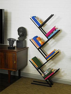 estantería moderna en diagonal libros torcidos