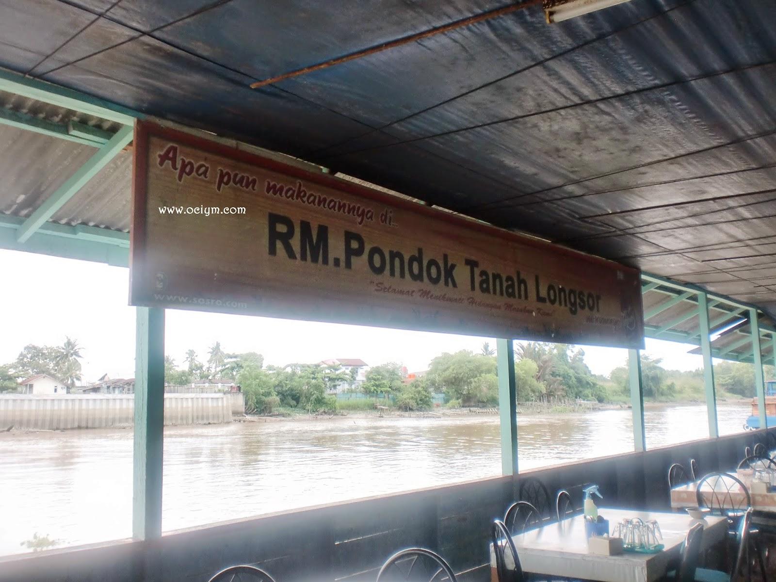 RM. Pondok Tanah Longsor: Sensasi Makan Di Pinggir Sungai Siak