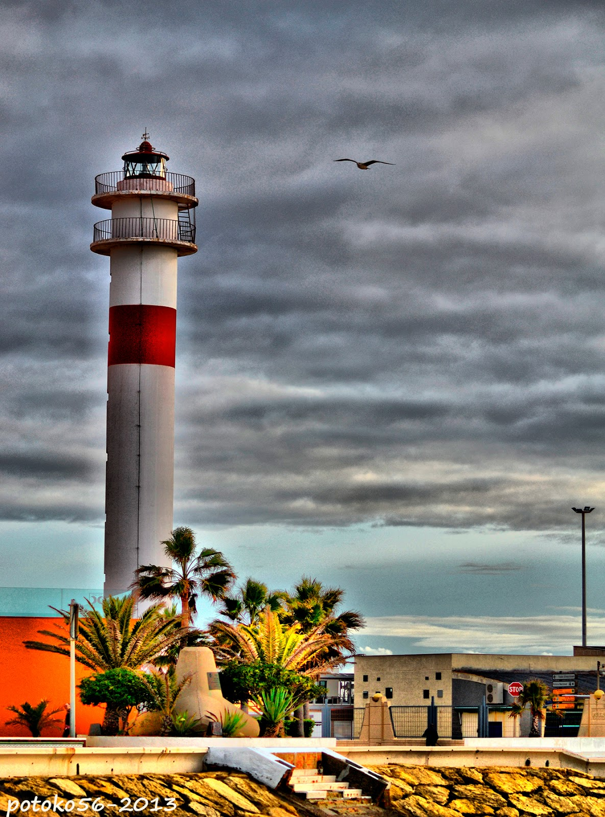 Faro Gaviota y Nubes en Rota