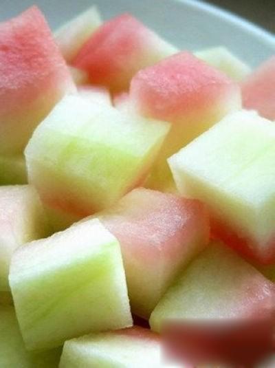 bahan yang diperlukan buah kulit semangka dikupas buang kulit hijaunya