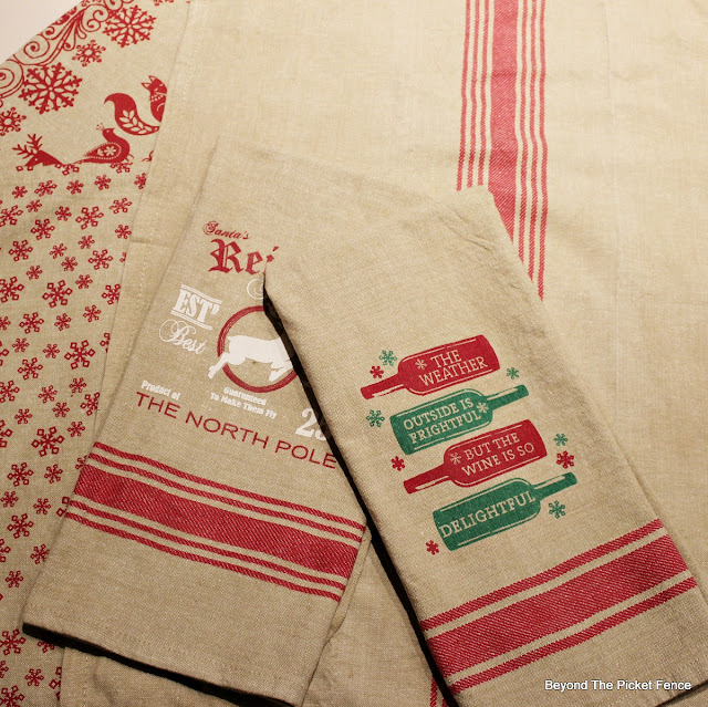 towels, Christmas decor, Christmas ideas,http://bec4-beyondthepicketfence.blogspot.com/2015/11/12-days-of-christmas-day-5-table-runner.html