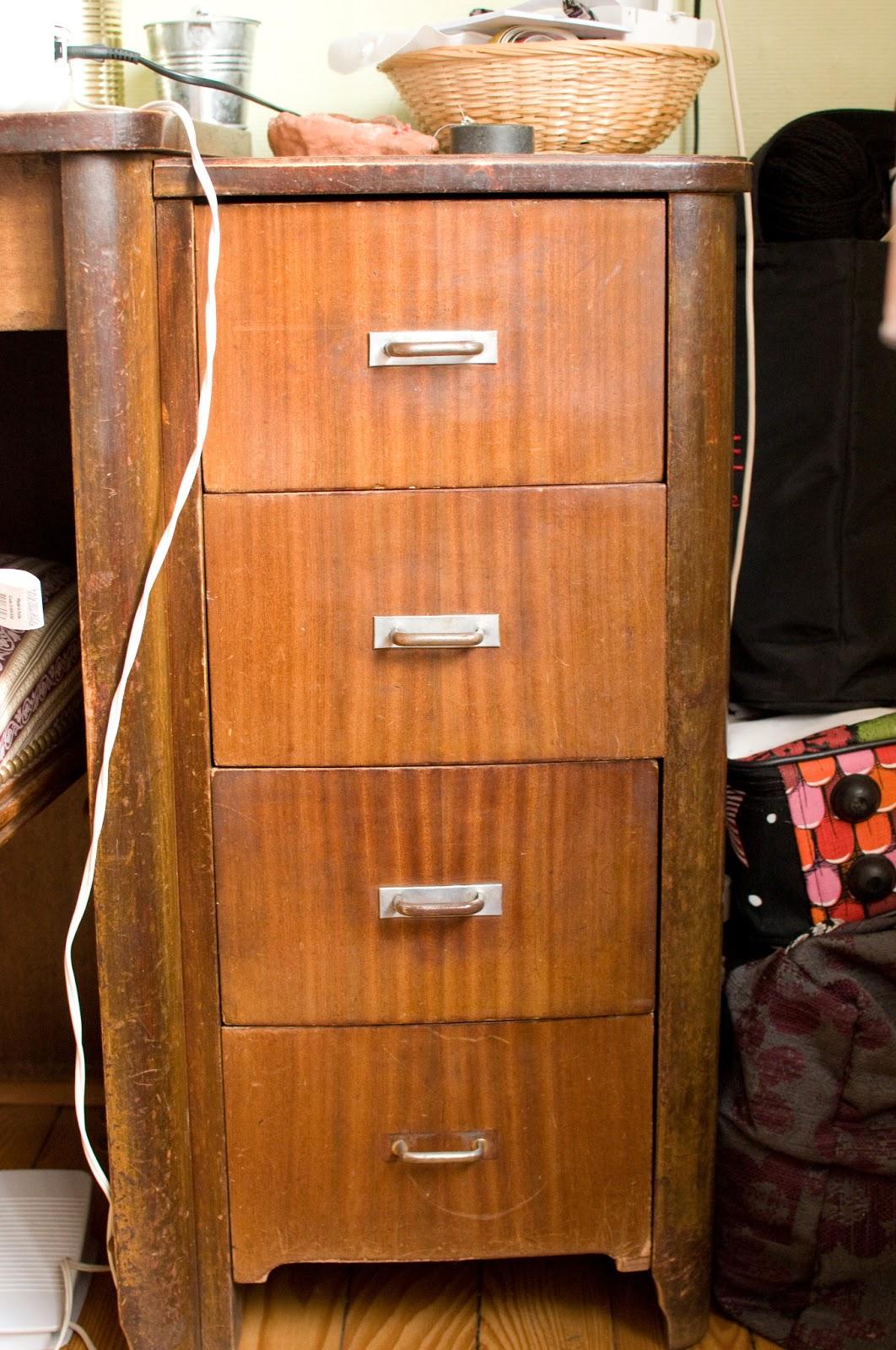 blog couture tricot mamzelle angele meuble et chaise mon atelier de couture. Black Bedroom Furniture Sets. Home Design Ideas