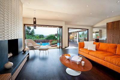 Ruang keluarga Dengan Sentuhan Warna Orange 4