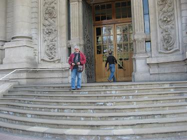 CAM en el frontis del Museo Nacional de Bellas Artes