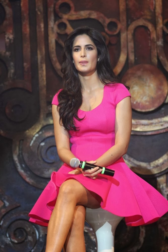 Katrina kaif hot photos in pink short dress at dhoom 3 movie