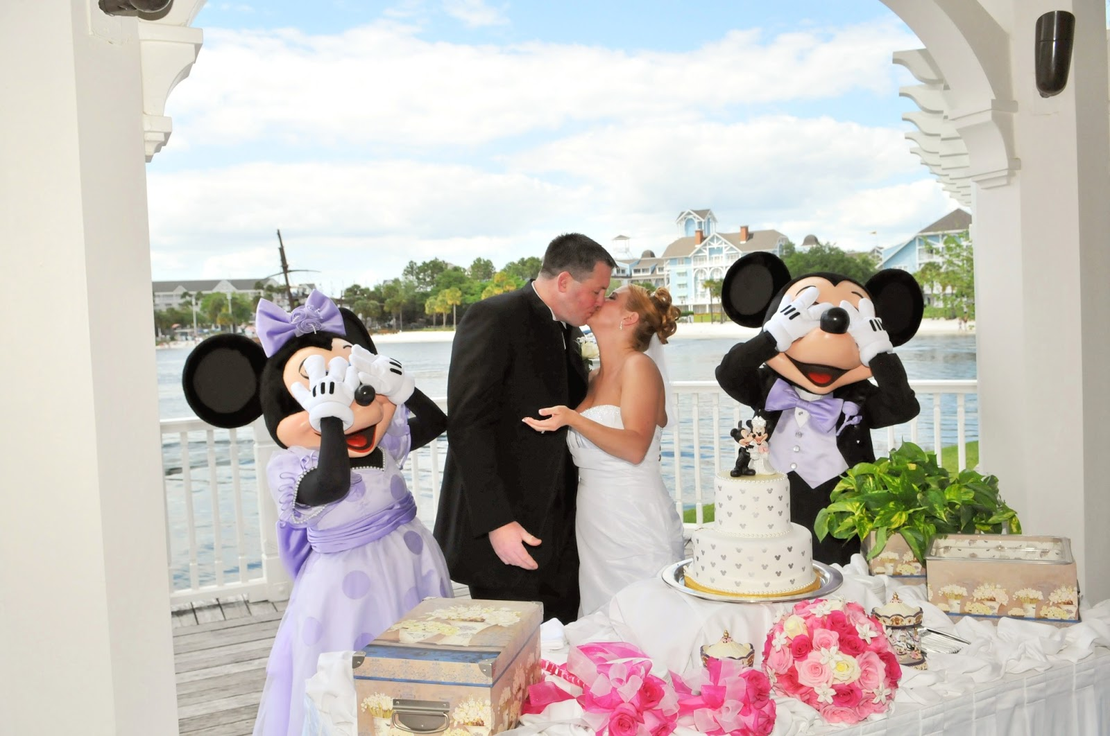 Weddings at disney parks and resorts - Yes You Can Have A Wedding At Disney For Under 10 000