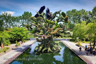 Taman Botani Bertemakan Binatang Di Quebec Canada