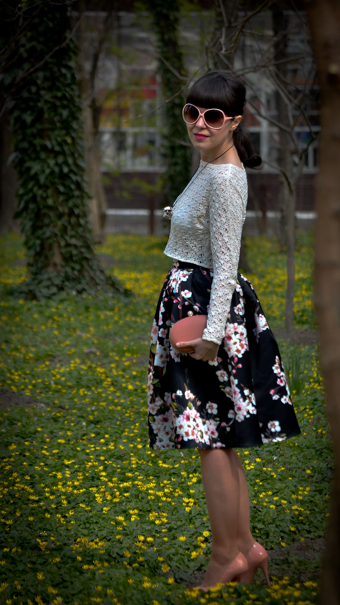 blooming skirt sheinside cherry flowers 50s style coral clutch heels leather jacket pink sunglasses spring lace crop top zara