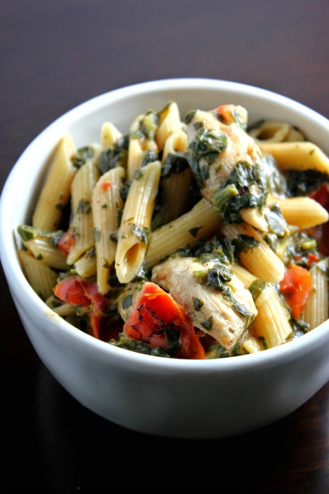 One Pot Spinach Tomato Chicken Alfredo is #Saucesome.