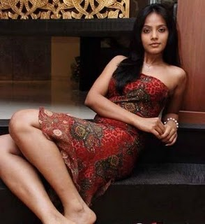 Mobikama Wallpapers http://bdbeautifulgirls.blogspot.com/2011/05/neetu-chandra-hot-bollywood-actress.html