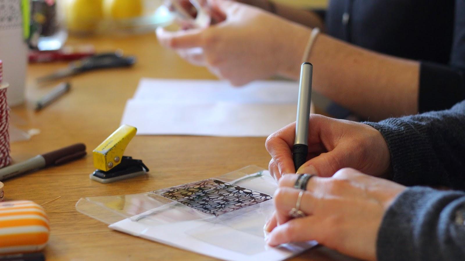 échange-découverte-papotage-bricolage-boîte-dessin