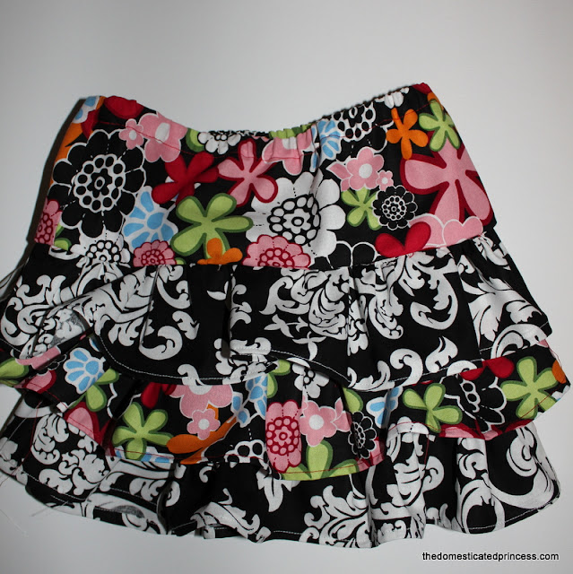 Tutorial for DIY three-layer ruffle skirt for a little girl