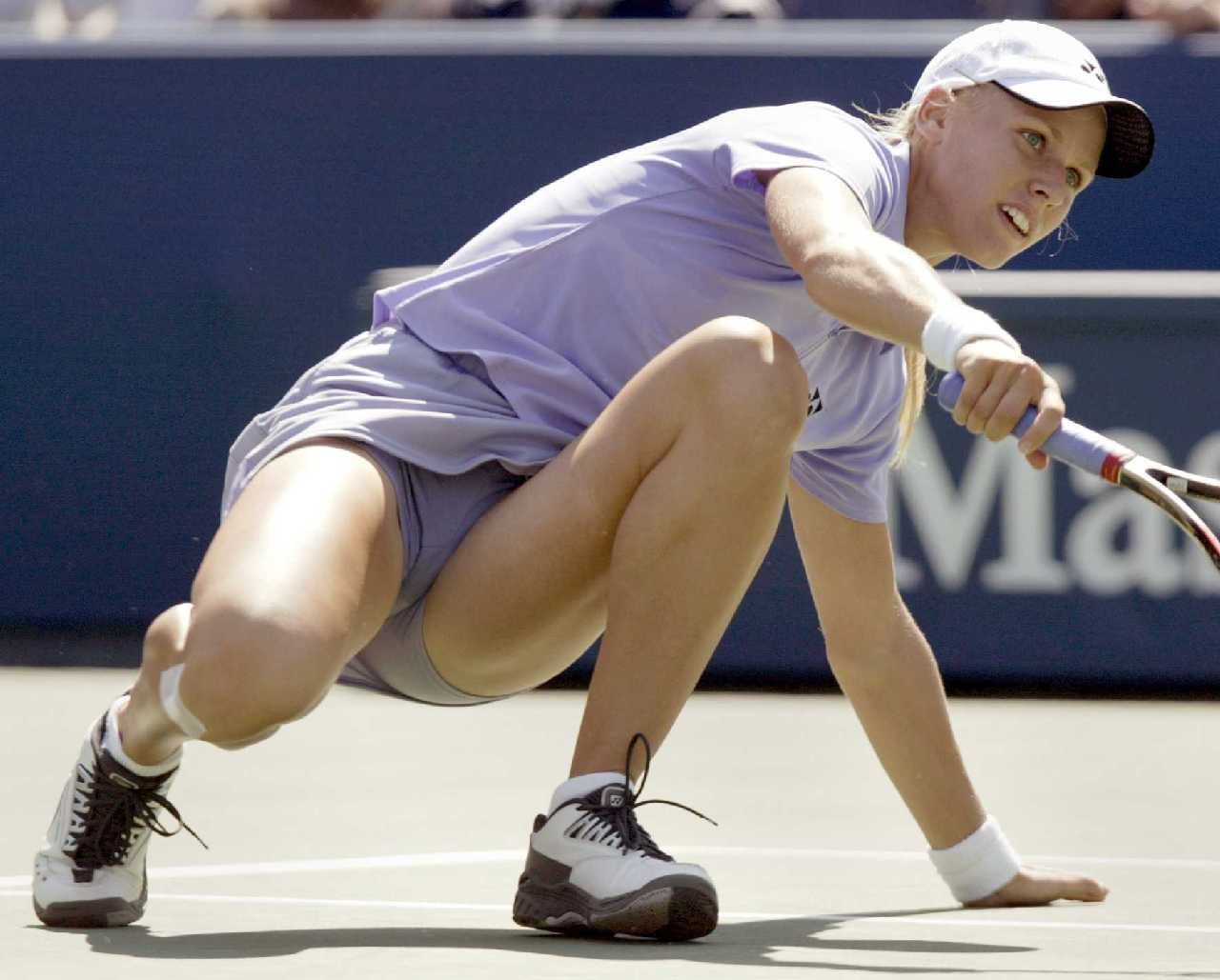 http://2.bp.blogspot.com/-TkX2yhCfUi8/Topwxv5DkGI/AAAAAAAAYUY/hpRhfKkU4Pw/s1600/Elena+Dementieva+Hot+Upskirt+Panties+on+tennis+court+12.jpg