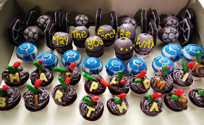 The Sugah Shack red velvet Tie fighter, Tie Fighter red velvet cup cake with almond cookies, starwars cupcakes, R2D2 cupcake, Death star cupcakes, light sabre cupcakes