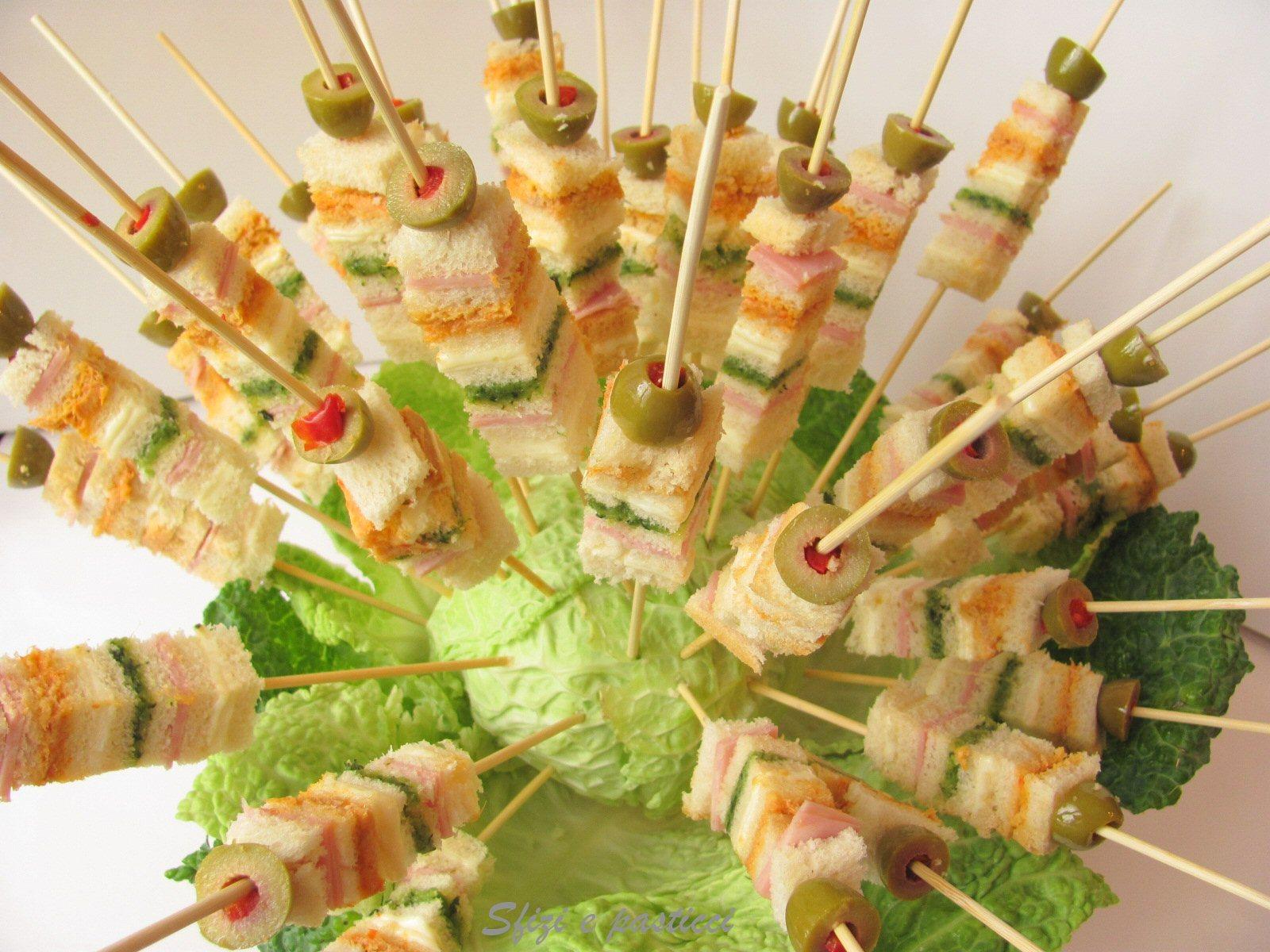 Sfizi e pasticci spiedini di tartine - Idee per un aperitivo in casa ...