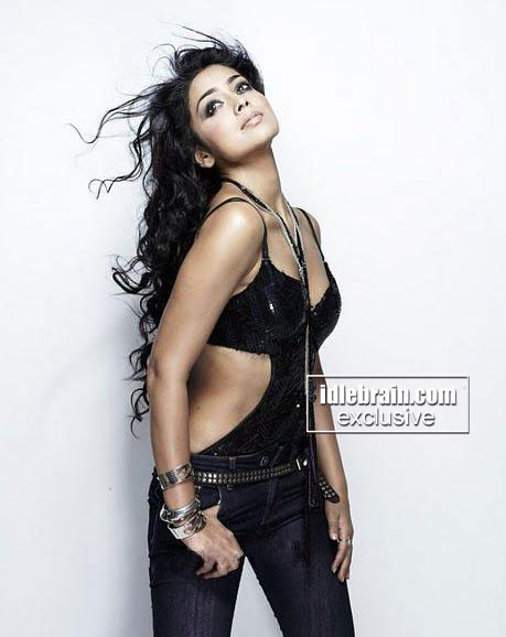 Shriya Saran HOT Photoshoot Pics