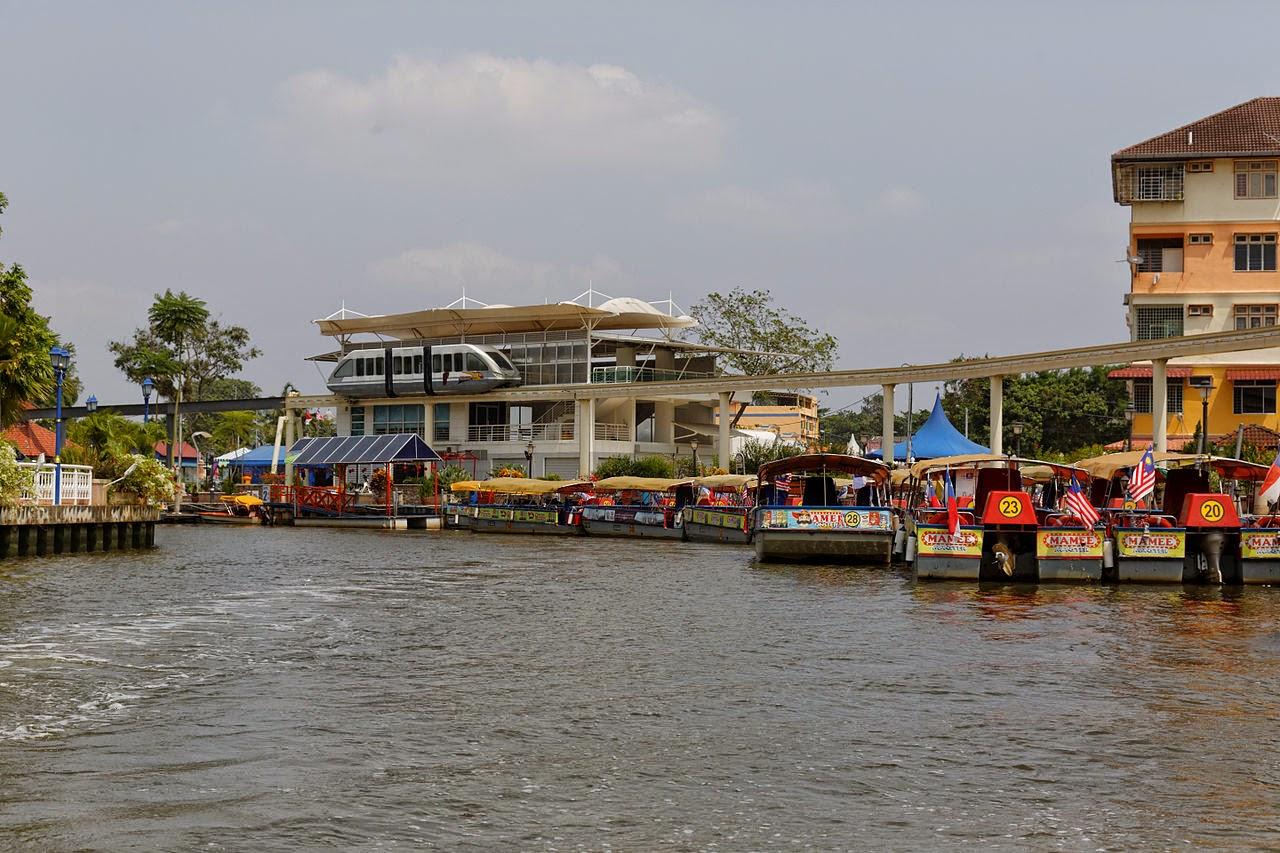 Stesen Monorail dan River Cruise di Taman Rempah Melaka