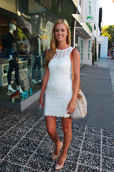 Liz Leyda - Shopping in Beverly Hill