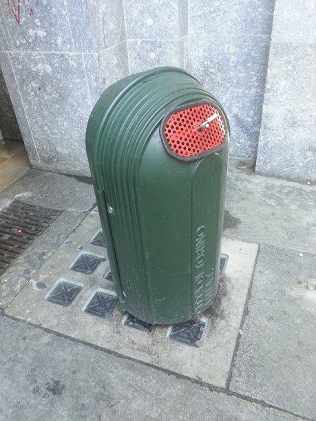 Cestino rifiuti Torino chiuso per 1 maggio