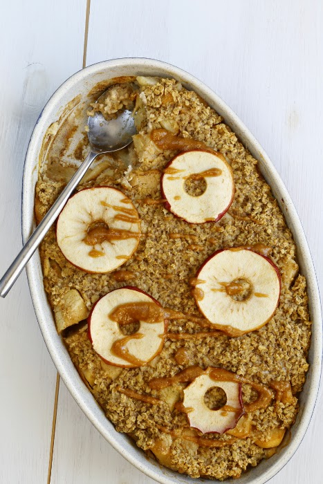 Oval dish with an apple and quince oatmeal pudding