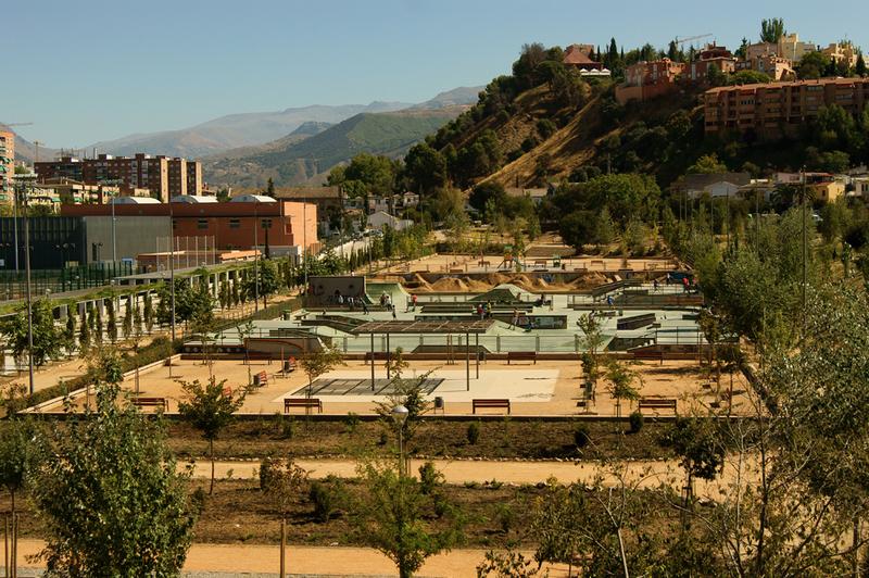 Granada en skate for Piscina cubierta bola de oro granada