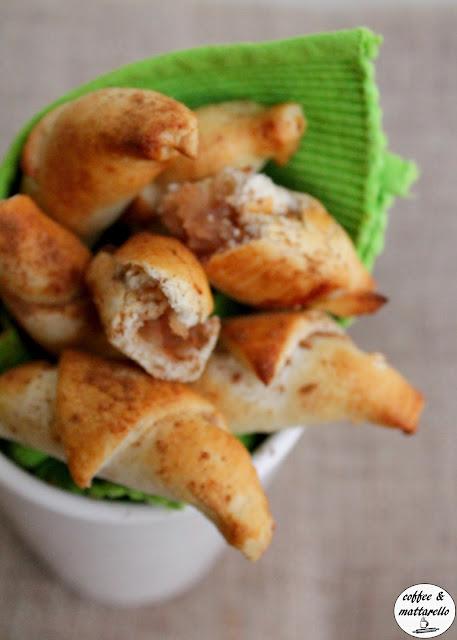 mini croissant con mele, miele e cannella