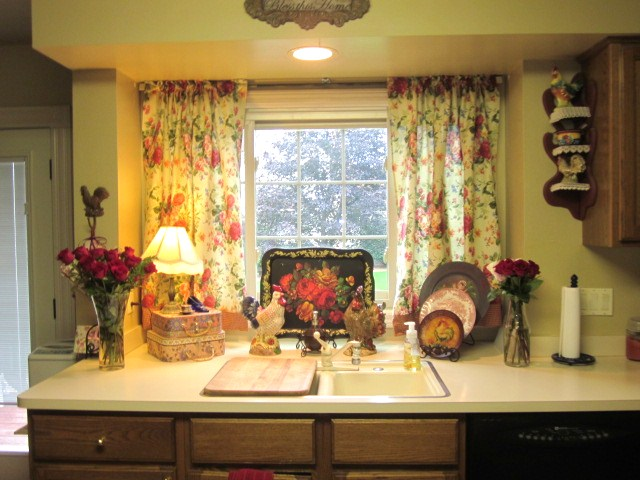RoseChicFriends: Gorgeous Ralph Lauren Tablecloth Turned Kitchen Curtains