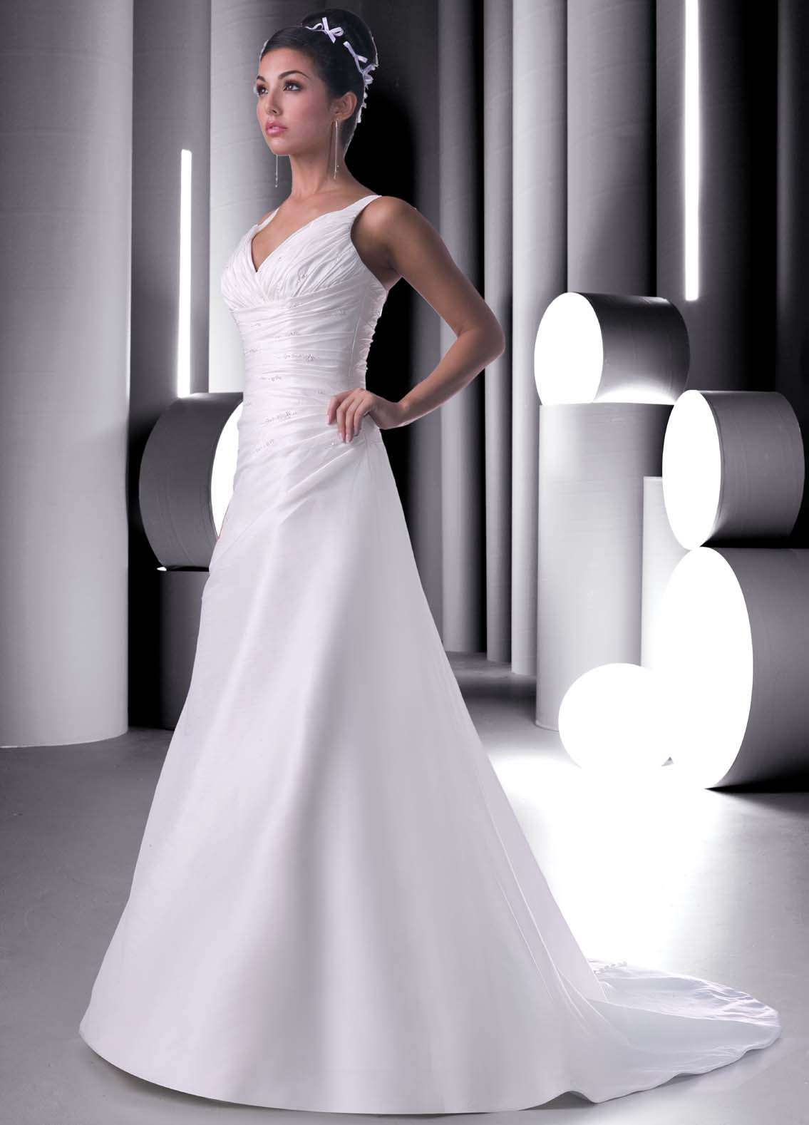 White Wedding Dresses For  : Plain elegant white wedding dress designs