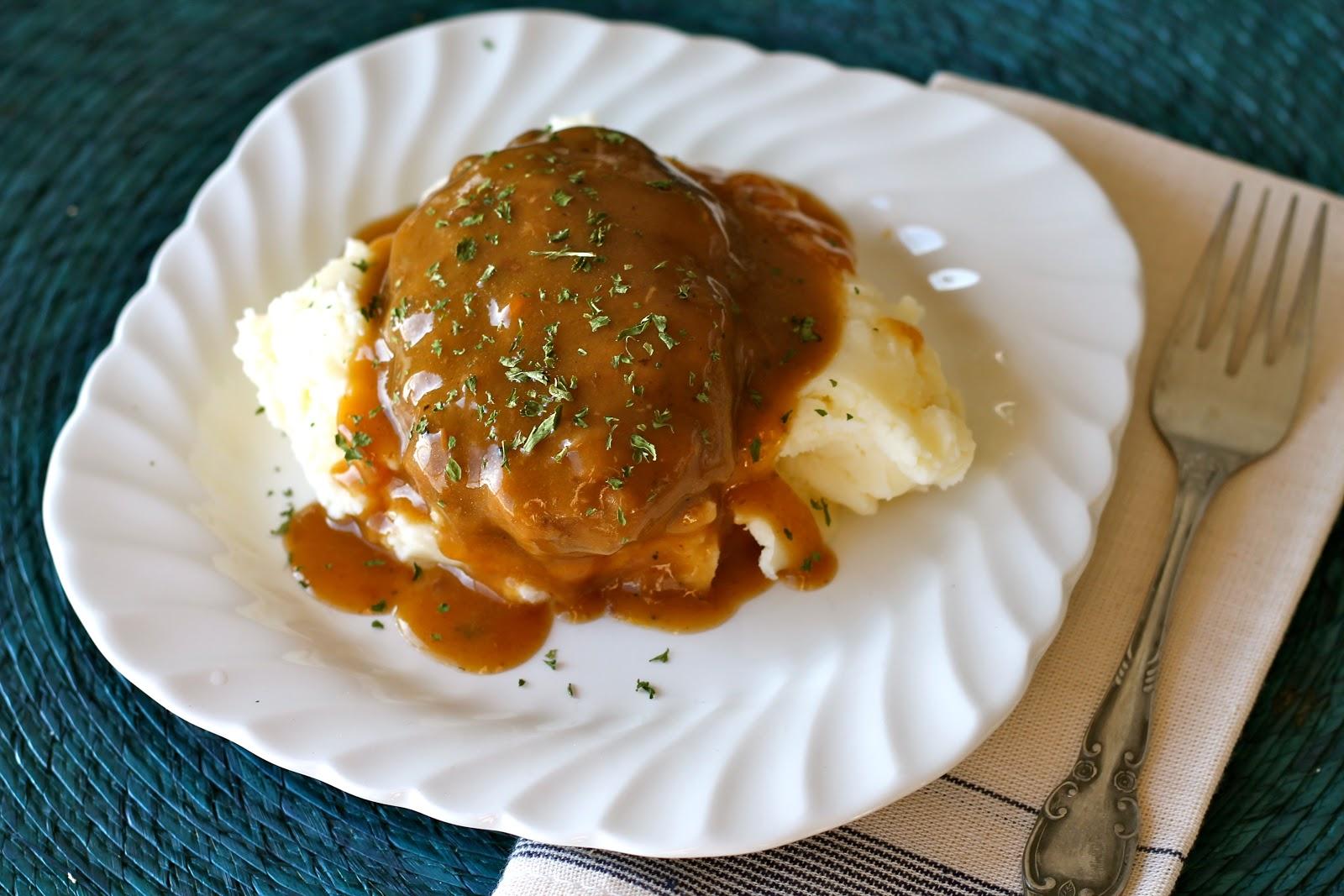Mrs. Schwartz's Kitchen: Slow Cooker Salisbury Steaks