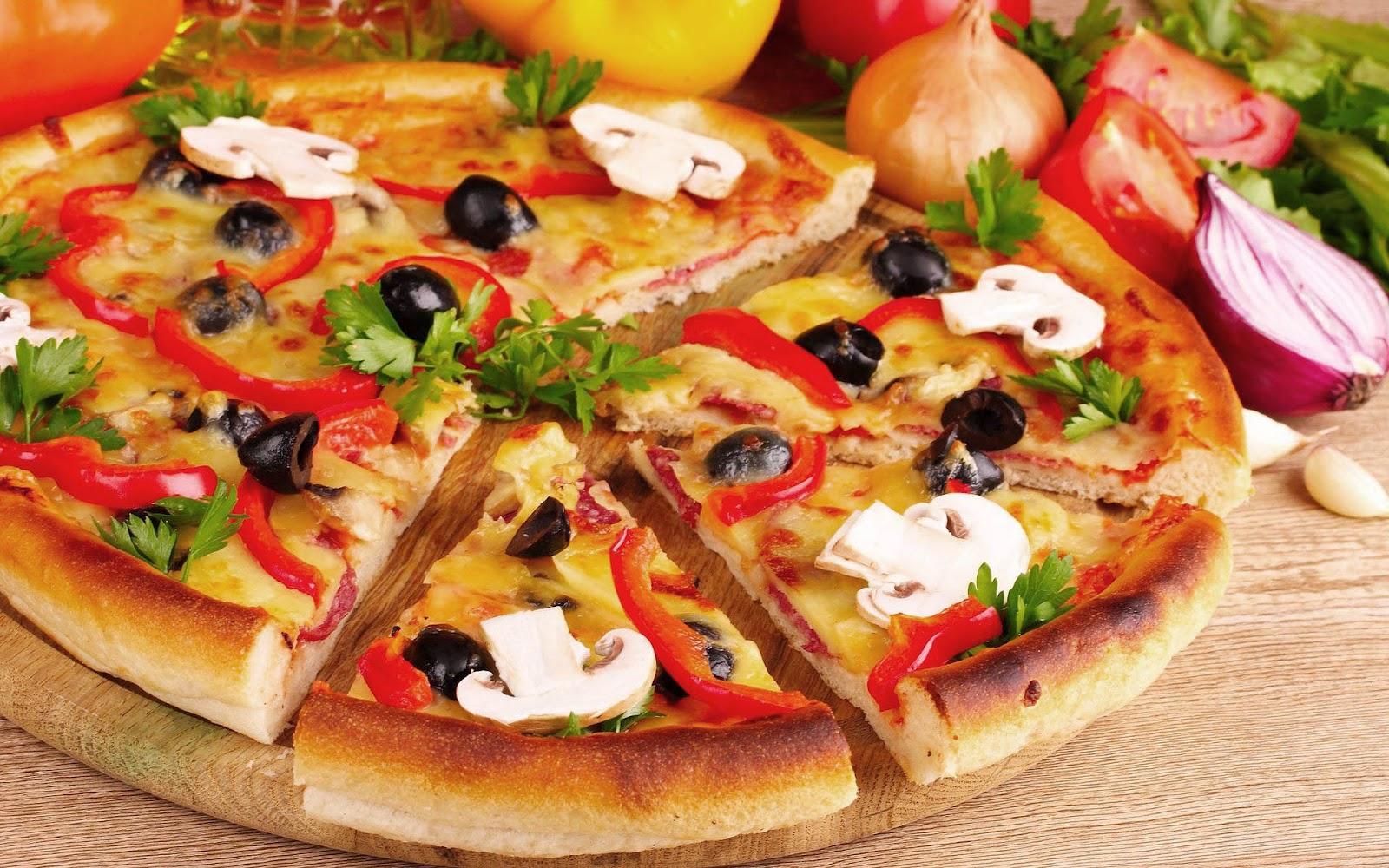 http://2.bp.blogspot.com/-TmJjuCfsTaM/UEXLBWpYw9I/AAAAAAAAGBo/Y5L-q0sK9tA/s1600/hd-pizza-wallpaper-lekkere-stukken-pizza-hd-eten-achtergrond-foto.jpg