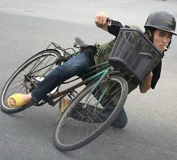 gambar manusia naik motor