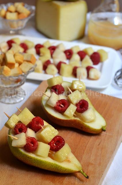 antipasto cacio e pere con miele e lamponi