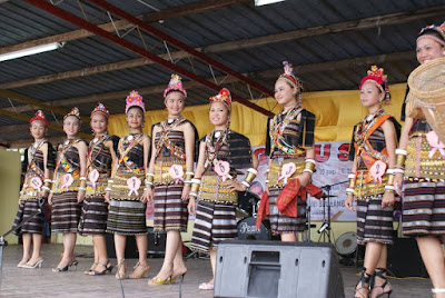 Rungus women traditional costumes, rungus costumes, rungus culture, sabah momogun rungus association, SAMORA