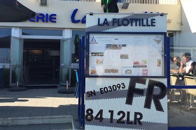 Conception graphique du porte menu extérieur du restaurant la Flottille à Préfailles.