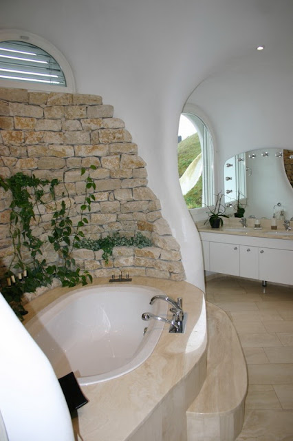 Ванная комната в доме-землянке