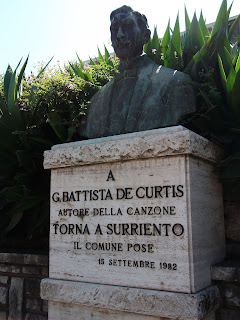 De Curtis is famous for the song Torna a Surriento
