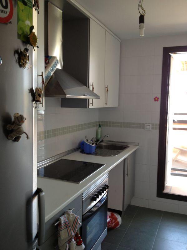 Cornisas para muebles de cocina top cornisas de madera - Colgar microondas cocina ...