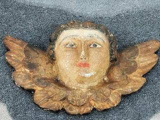 Anjo Alado, Museu Missioneiro de São Borja. Feito em madeira cedro. Asas conservam resto de pintura dourada. Cabelo com tratamento primário.