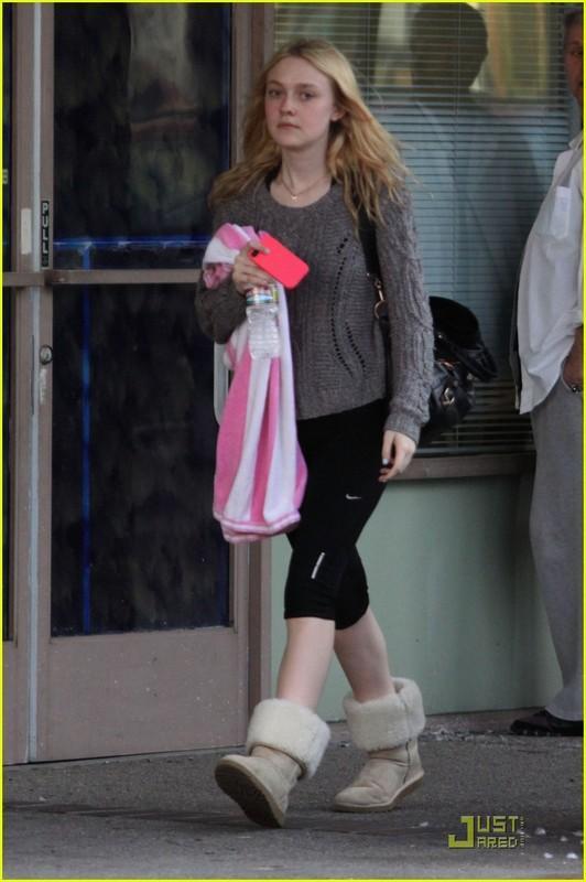 Dakota Fanning Yoga Pants