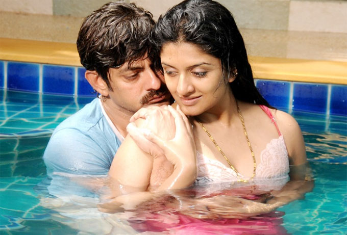 Vimala raman hot stills in gaayam movie