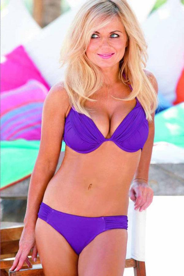 Upskirt Celebs: Geri Halliwell's bikini body