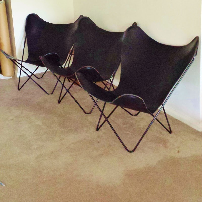 The Hardoy Butterfly Chair vs. Walmart Classic Butterfly Chair ...