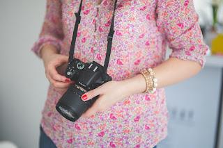 https://pixabay.com/en/dslr-camera-nikon-photographer-791675/