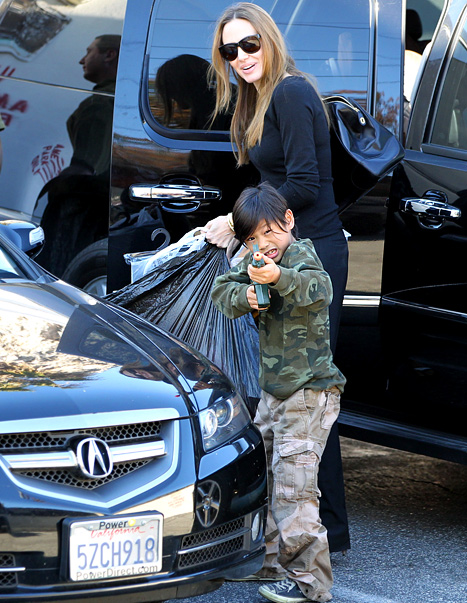 Pax Pulls A Gun Out To Protect His Mom Angelina Jolie (PHOTO)!
