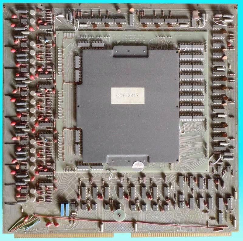 Data General: NOVA 2. Mòdul de memòria principal de 8 Kb.