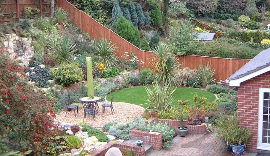 24 brilliant garden design ideas slopes for Sloping garden design ideas