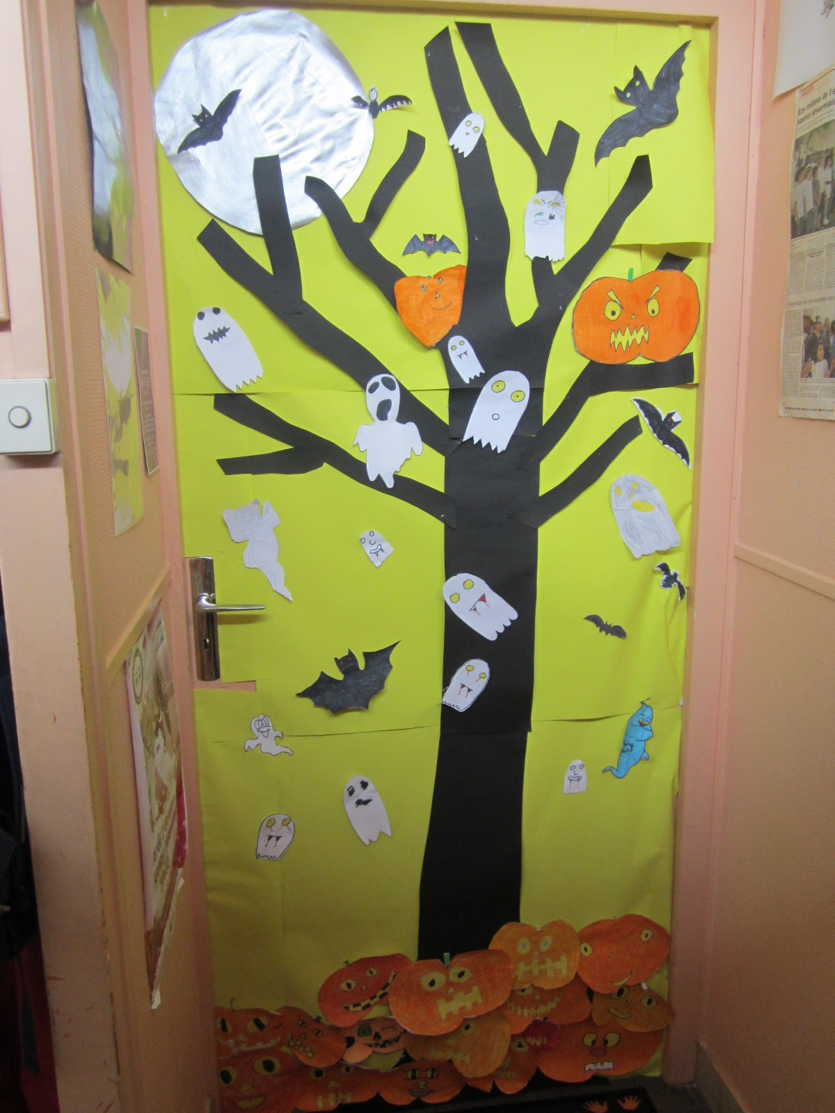 L 39 univers de ma classe happy halloween for Decoration de porte cycle 2