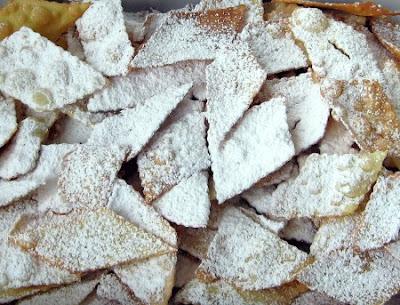 10 squisiti dolci della cucina campana, spesso legati a napoli una città dalle forti tradizioni culinarie.