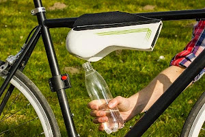 Fontus Bicycle-Mounted Bottle System produces drinking water from humidity in air