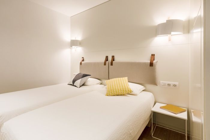 Energ a positiva en la decoraci n de un apartamento muy - Apliques pared dormitorio ...